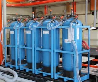 Mobiler Kiesfilter und Ionenaustauscher-Kolonnen zur externen Regeneration, hydraulische Leistung max. 7m³/h