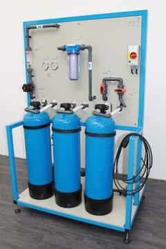 Ionenaustauscheranlagen zur Pflege von Elektrolyten mit Patronen zur externen Regeneration; stationär